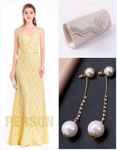 robe de soirée jaune en dentelle, sac champagne et boucle d'oreilles