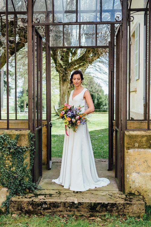 robe mariée simple col v pour femme courte