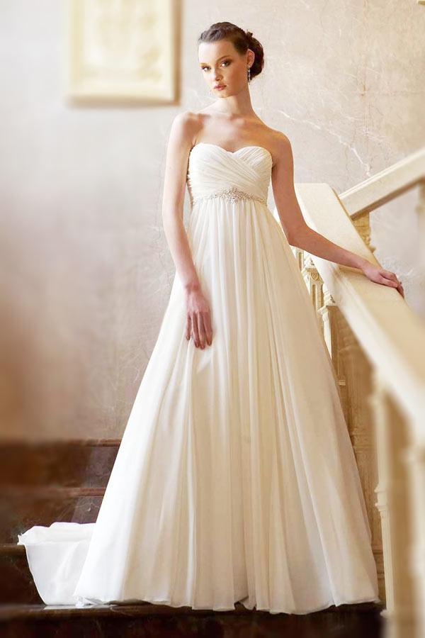 Robe de mariée empire bustier à traîne courte