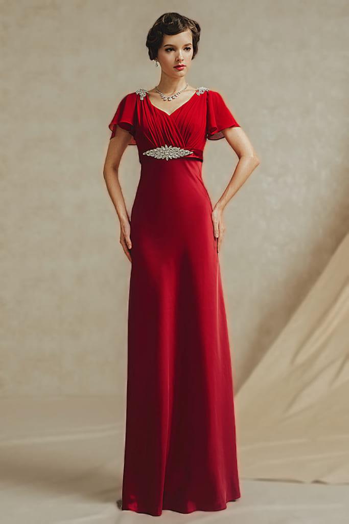 Robe rouge empire ruché ornée de bijoux