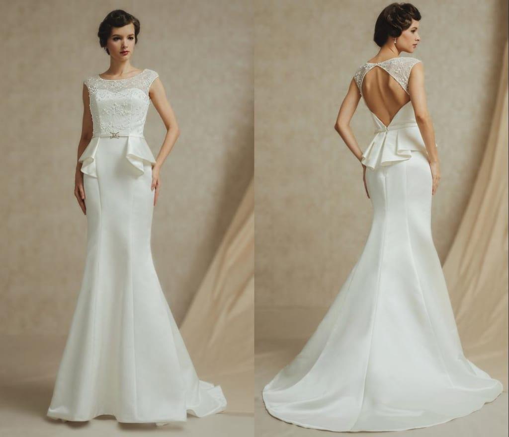 Robe de mariée élégante sans manche ornée de bijoux dos nu en dentelle très près du corps