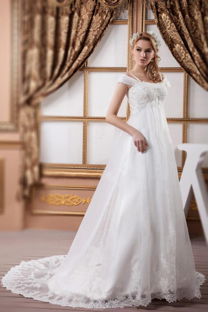 Robe de mariée empire grande taille ligne A avec traîne courte brodée de dentelle